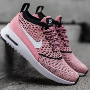 Size 8 Nike Pink Flyknit Lace Up Gym Shoes
